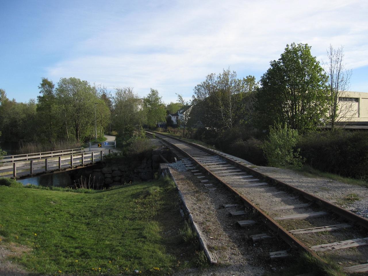 Turveg - På siden av eller på jernbanen?