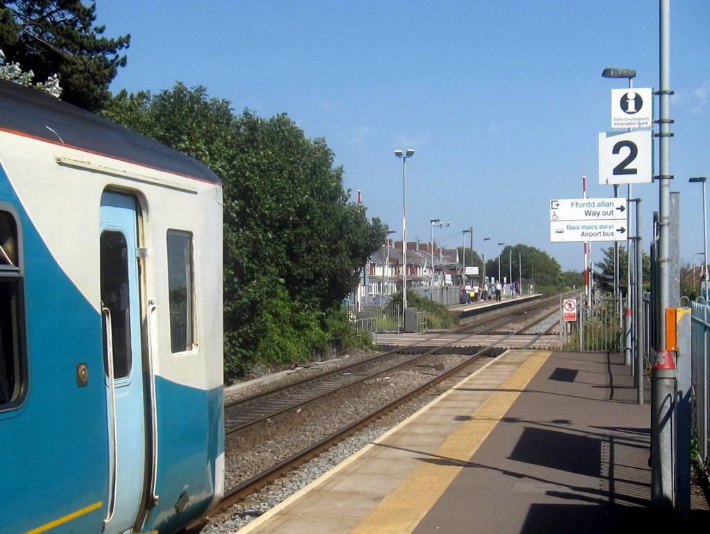 På Rhoose stasjon møtes vest- og østgående tog noe som gir enkel og sømløs overgang til/fra flybuss.